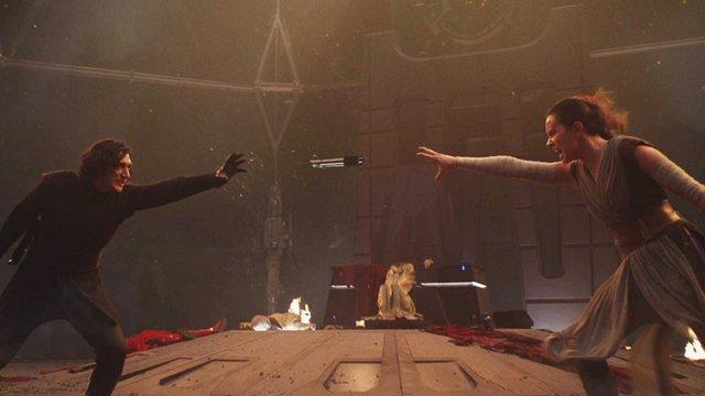 Keylo Ren y Daisy Ridley en Star Wars: El ascenso de Skywalker