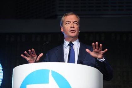Farage prefiere ampliar plazo para salir de la UE o romper con Bruselas antes que aceptar el Brexit de Johnson