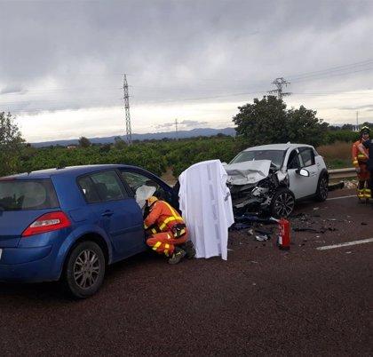 Un hombre fallecido y dos personas heridas en un accidente entre dos vehículos en Carcaixent (Valencia)