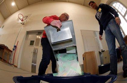 La ultraderecha se impone de nuevo en las elecciones de Suiza, aunque suben los partidos ecologistas