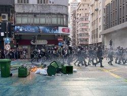 Esclaten els enfrontaments entre Policia i manifestants durant les últimes protestes a Hong Kong (Jörn Petring/dpa)