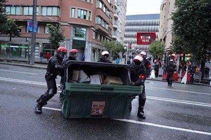 Los incidentes en Bilbao tras la protesta por el mitin de Vox se saldan con 18 detenidos y dos ertzainas heridos