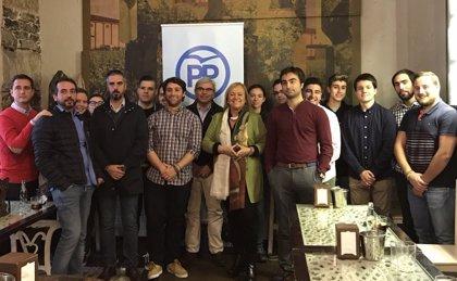 """Mercedes Fernández asegura ante miembros de NNGG que los jóvenes """"siempre han sido una prioridad para el PP"""""""