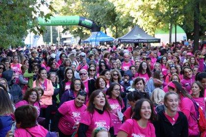 Más de 6.000 personas participan en la II Carrera de la Mujer y la Marcha Rosa de Cáceres