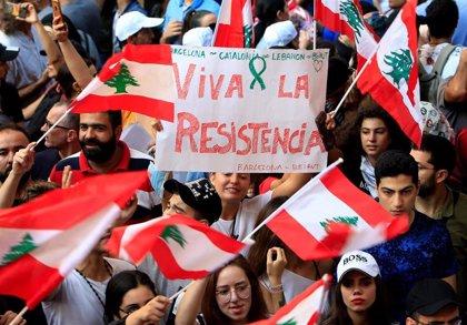 Hariri ultima un paquete de reformas para calmar las protestas en Líbano