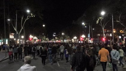 Más de 1.000 manifestantes en el paseo de Gràcia de Barcelona tras la concentración de la tarde