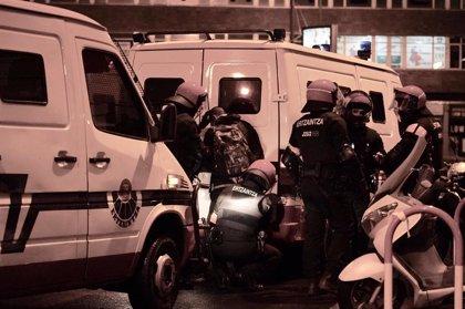 Un total 22 detenidos durante una protesta por el mitin de Vox, con al menos dos ertzainas heridos