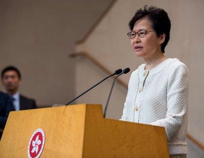 La jefa de Gobierno de Hong Kong viaja a Japón tras una nueva movilización masiva