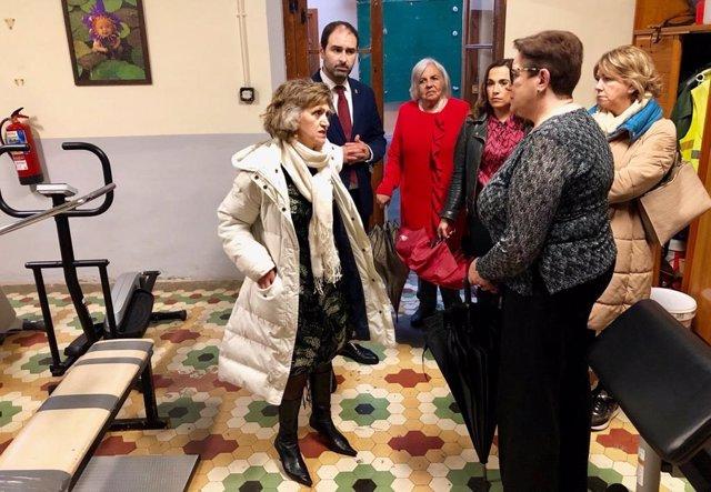 La ministra Maria Luisa Carcedo visita un centro terapéutico en Pravia.