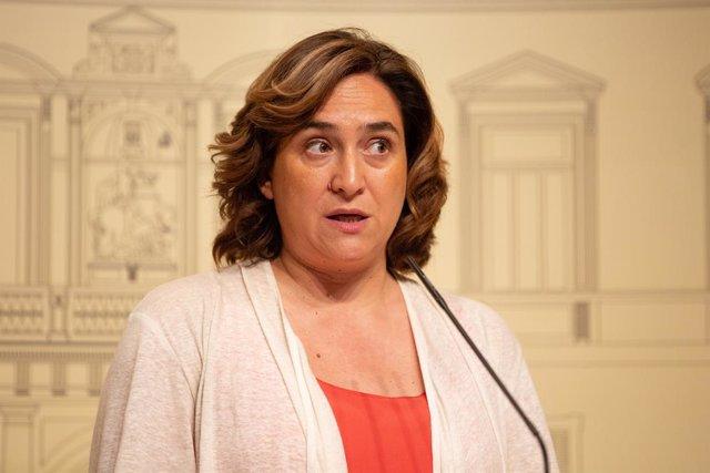 L'alcaldessa de Barcelona, Ada Colau, en roda de premsa després de la seva reunió amb el president de la Generalitat, Quim Torra al Palau de la Generalitat.