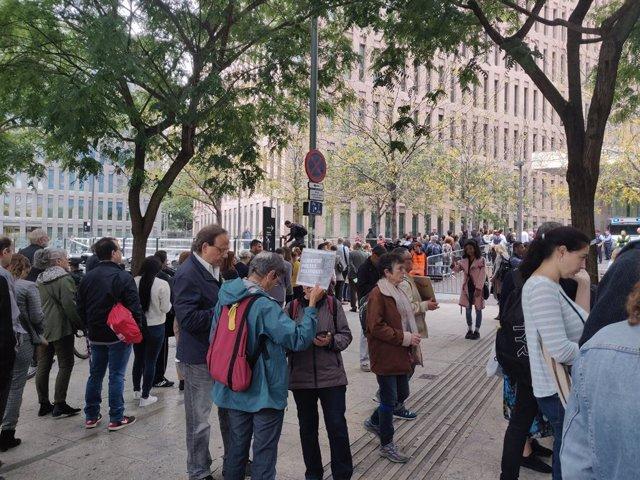 """La protesta contra la """"repressió"""" davant la Ciutat de la Justícia"""