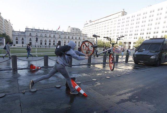 Exteriores recomienda precaución en los viajes a Chile tras tres días de protest