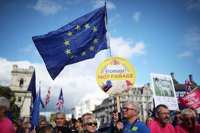 Brexit.- El Gobierno británico confirma que propondrá este lunes votar la ley de