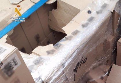 Detenidos tres albaneses por esconderse en un camión para intentar acceder al ferry