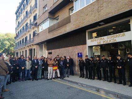 """Una concentración apoya en Pamplona a los policías desplegados en Cataluña y pide """"contundencia"""" ante la violencia"""