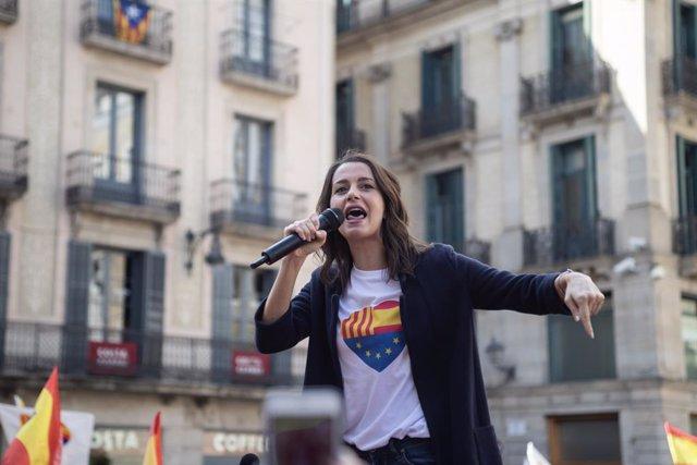 La portaveu parlamentària de Cs,  Inés Arrimadas, en la concentració amb el lema 'Ja n'hi ha prou! Justícia i convivència', Barcelona (Catalunya) 20 d'octubre del 2019.