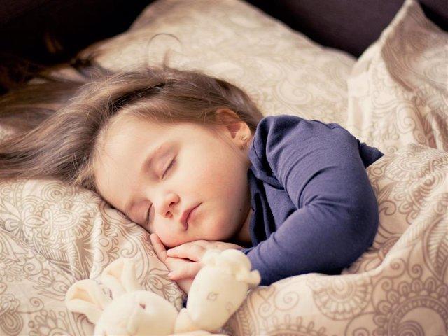 Niño, dormir, insomnio infantil, cama.