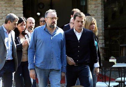 Rivera critica que Sánchez haya tardado 8 días en ir Cataluña y le insta a actuar