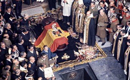 Fotos del Archivo Histórico de Europa Press del entierro de Franco