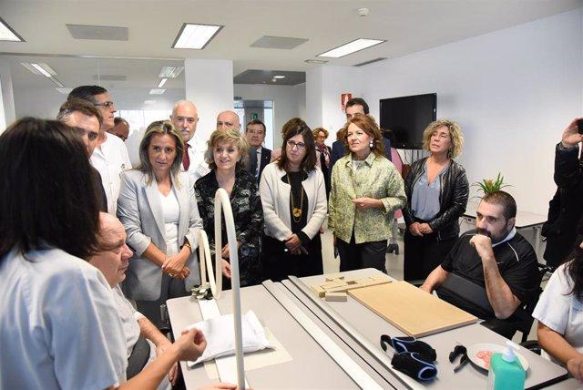 La ministra de Sanidad, Bienestar Social y Consumo, María Luisa Carcedo, visita el Hospital Nacional de Parapléjicos