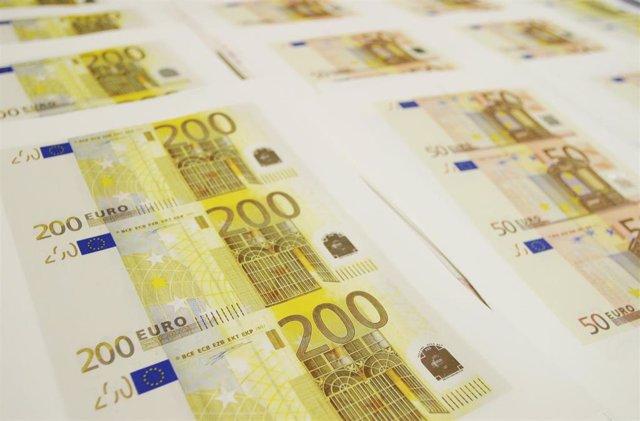 Recurso billetes euro. 200 euros. 50 euros.