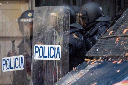 Respaldo de PP, Cs y Vox en la concentración en Sevilla en apoyo a la Policía Nacional en Cataluña