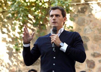 Rivera critica que Sánchez haya tardado ocho días en ir Cataluña y le insta a actuar si no quiere más heridos