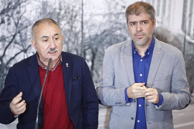 El secretari general de la Unió General de Treballadors (UGT), Pepe Álvarez Suárez, i el secretari general de la Confederació Sindical de Comissions Obreres (CCOO), Unai Sordo, en declaracions als mitjans.