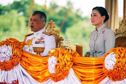 """El rey de Tailandia retira sus títulos a su mujer por """"desleal"""" y """"desagradecida"""""""