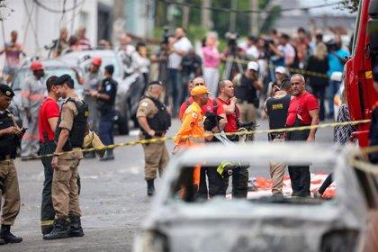 Mueren tres personas por la caída de una avioneta en un barrio residencial de Belo Horizonte (Brasil)