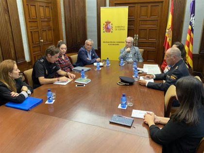 Delegación de Gobierno y Policía Nacional crean un plan de  descongestión para el servicio de Extranjería en Mallorca