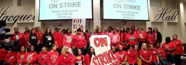EEUU.- El profesorado de los colegios públicos de Chicago suma tres días de huel