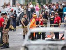 Tres persones moren per la caiguda d'una avioneta a un barri residencial de Belo Horizonte (REUTERS / CRISTIANE MATTOS)