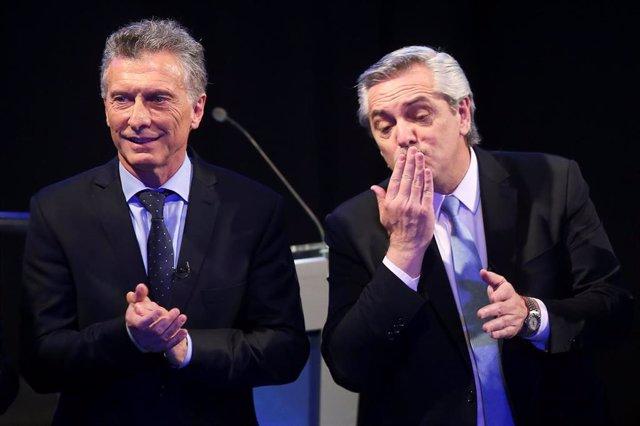 El presidente de Argentina, Mauricio Macri, y el candidato 'kirchnerista', Alberto Fernández, en el debate electoral