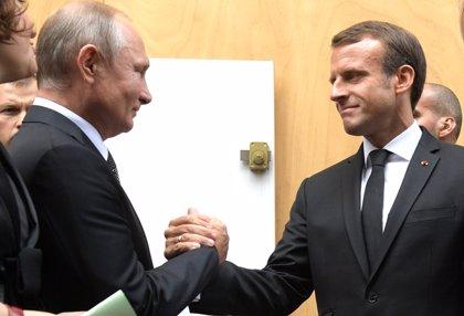 Macron aboga por prorrogar el alto el fuego en Siria en una conversación telefónica con Putin