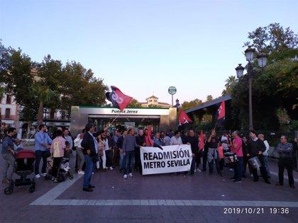 """La plantilla del metro protesta ante la estación de Puerta de Jerez por los """"injustos despidos y sanciones"""""""