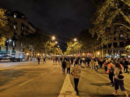 Los manifestantes abandonan la Conselleria de Interior y avanzan por Gran Via
