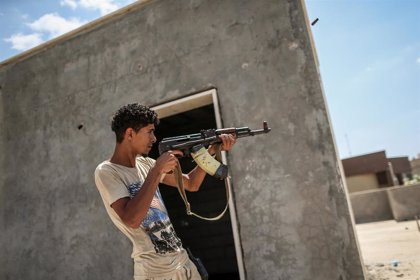 Amnistía denuncia posibles crímenes de guerra tanto por las fuerzas del Gobierno como las de Haftar en Trípoli