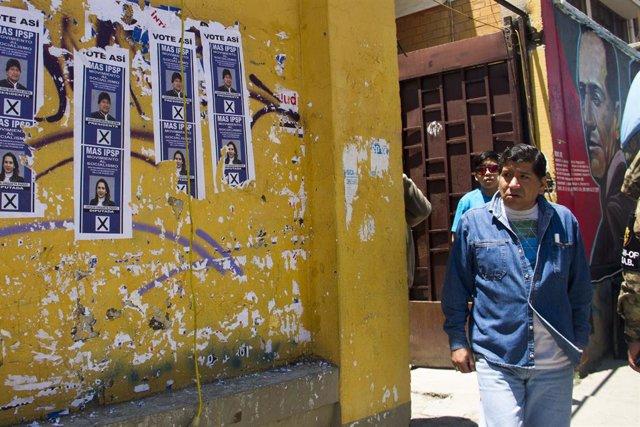Eleccions en un col·legi electoral de La Paz, Bolívia