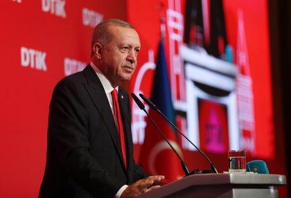 Erdogan avisa a las FDS de que reanudará con más determinación la ofensiva en Siria tras la tregua