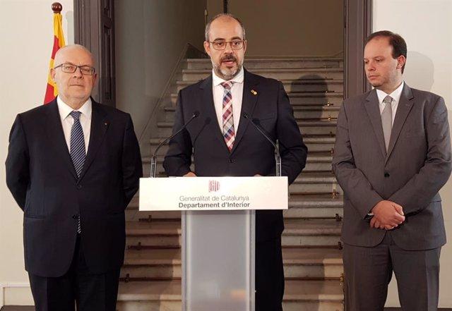 El conseller Miquel Buch (al centre), el secretari Brauli Duart i el director de Mossos Pere Ferrer