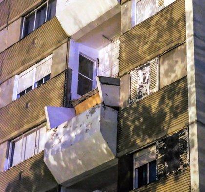 Cae el balcón del quinto piso del cuartel de la Guardia Civil en Badia del Vallès
