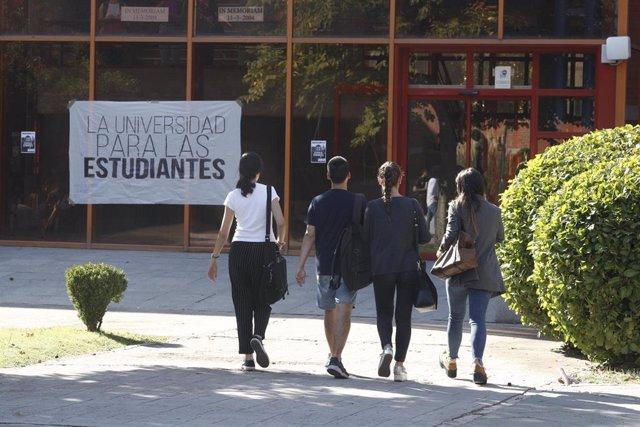 Estudiantes en el Campus de Vicálvaro de la Universidad Rey Juan Carlos de Madrid (URJC) .