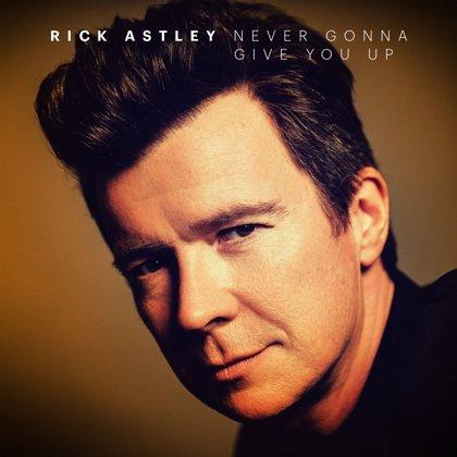 Rick Astley nos devuelve a los ochenta con una versión muy especial al piano de 'Never Gonna Give You Up'