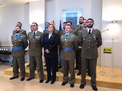 Delia Losa impone condecoraciones de la Orden del Mérito Civil a16 integrantes del Regimiento Príncipe