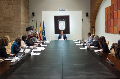 """La Junta de Extremadura trabaja en una nueva Ley de Bibliotecas que mejorará la """"conectividad"""" de estos centros"""