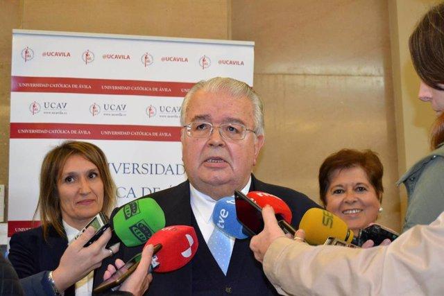 El president del Tribunal Constitucional, Juan José González Rivas, a vila.