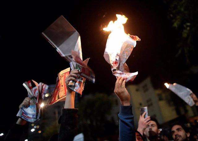 Simpatizantes opositores en La Paz  protestan por un presunto fraude electoral del Gobierno de Evo Morales