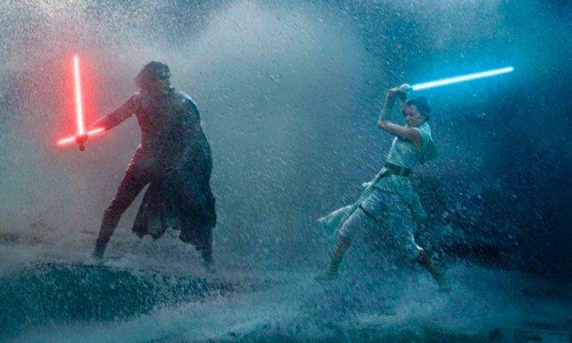 Kylo Ren s'enfronta a Rei a Star Wars: L'ascens de Skywalker