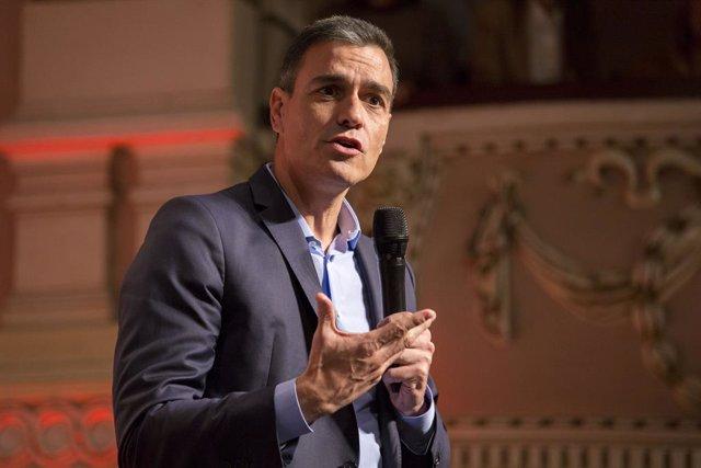 El secretari general del PSOE i president del Govern en funcions, Pedro Sánchez, durant la seva intervenció en un acte amb collectius socials, venals i esportius a Huelva (Andalusia, Espanya), 22 d'octubre del 2019.